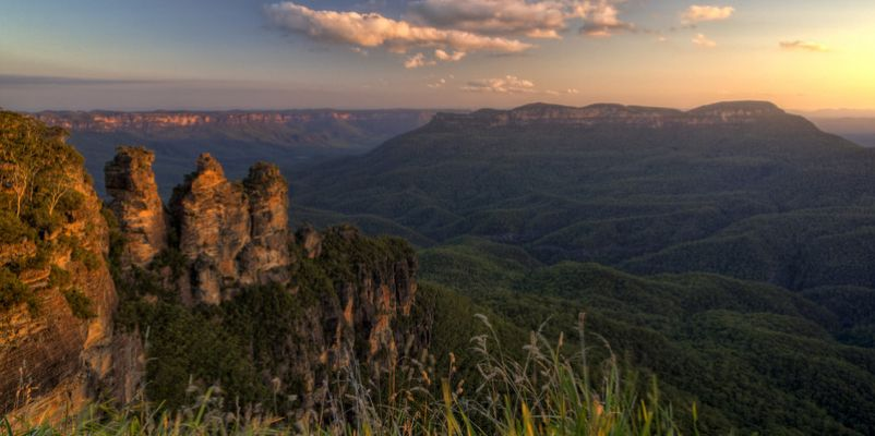 The Three Sisters rock formation in Katoomba, NSW, Australia