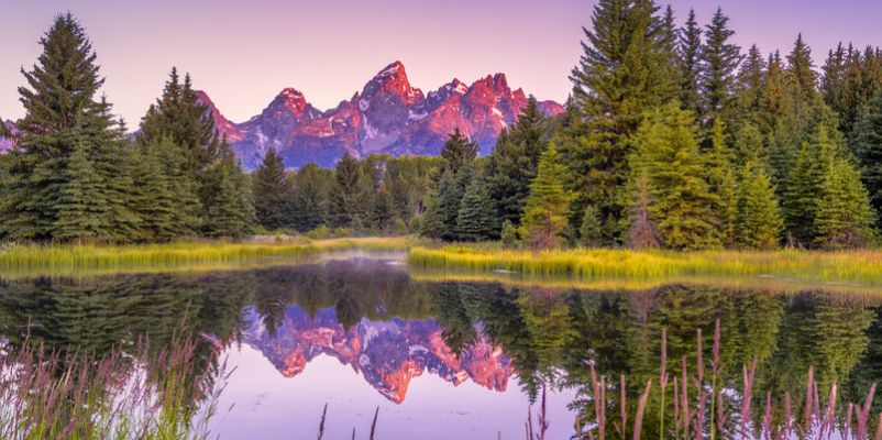 The Teton range's reflection upon the Snake River